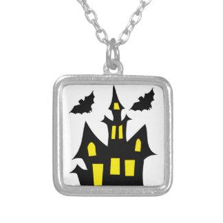 Collier maison de Halloween