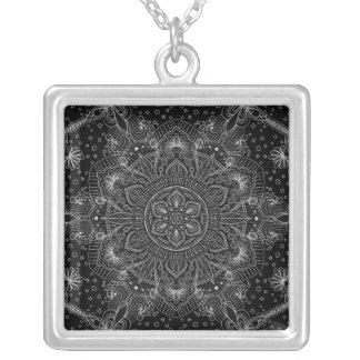 Collier Mandala oriental de zen noir et blanc