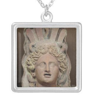 Collier Masque Punic représentant le Demeter