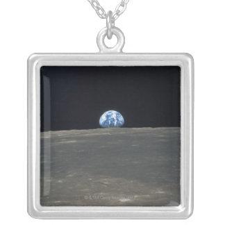 Collier Mettez à la terre de la lune 2