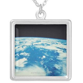 Collier Mettez à la terre de l'espace 12
