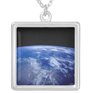 Collier Mettez à la terre de l'espace 13