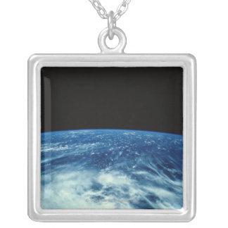 Collier Mettez à la terre de l'espace 25