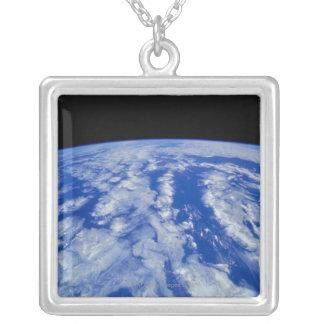 Collier Mettez à la terre de l'espace 8