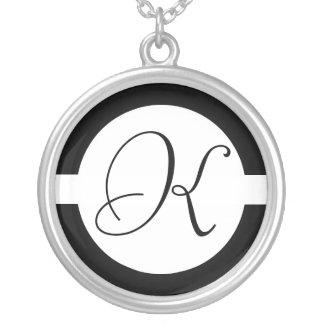 Collier Monogramme noir et blanc de cercle