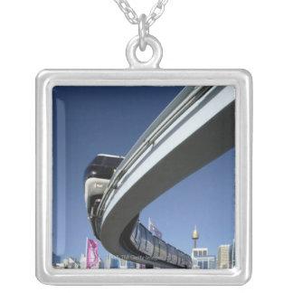 Collier Monorail dans le port chéri, Sydney, Australie