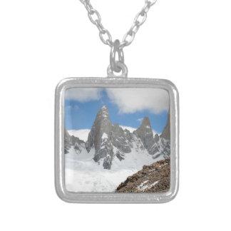 Collier Montagnes de parc national de glacier, Argentine