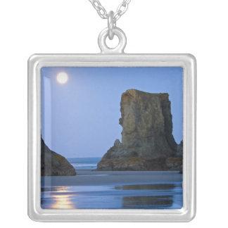Collier Moonset, plage de Bandon, Orégon