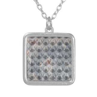 Collier Motif anonyme