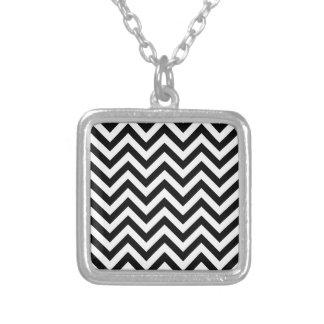 Collier Motif blanc noir simple de Chevron