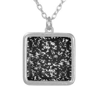 Collier Motif grunge noir et blanc