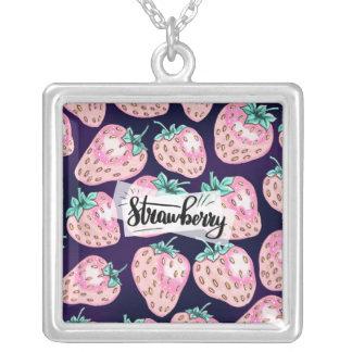 Collier Motif rose de fraise sur l'arrière - plan pourpre