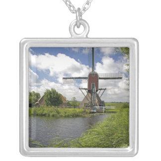 Collier Moulin à vent le long d'un canal à l'est de Leyde