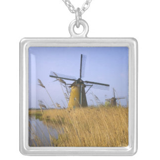 Collier Moulins à vent le long du canal en Kinderdijk, 2