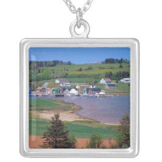 Collier N.A. Le Canada, île Prince Edouard. Les bateaux