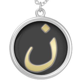 Collier N d'or pour Nazarine - sur le noir