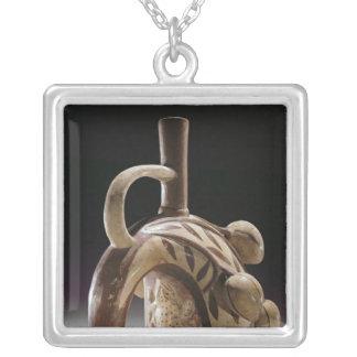 Collier Navire de poterie d'une grenouille grimpant à un