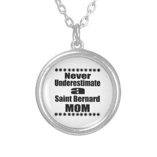 Collier Ne sous-estimez jamais la maman de St Bernard