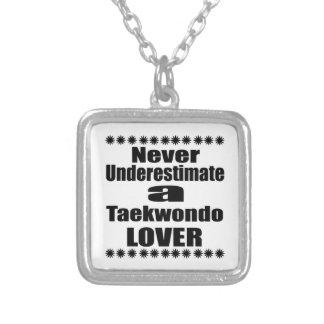 Collier Ne sous-estimez jamais l'amant du Taekwondo