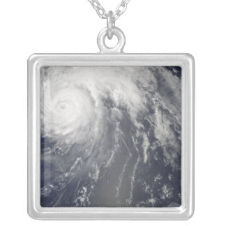 Collier Ouragan Bill outre des Bermudes