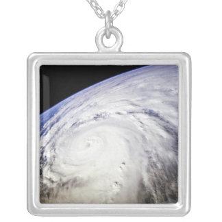 Collier Ouragan Saomai