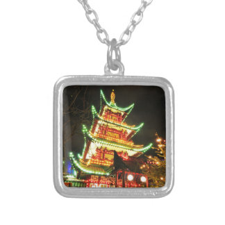 Collier Pagoda chinoise la nuit