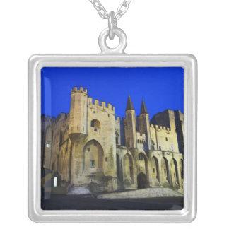 Collier Palace du pape à Avignon au coucher du soleil. 2