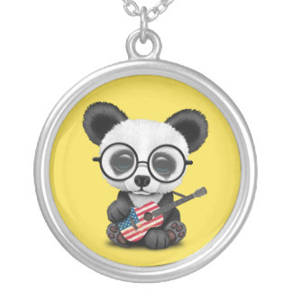 Collier Panda de bébé jouant la guitare de drapeau