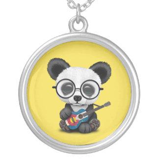 Collier Panda de bébé jouant la guitare de drapeau du