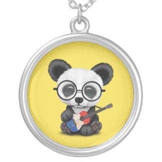Collier Panda de bébé jouant la guitare française de