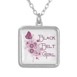 Collier Papillon de rose de fille de ceinture noire d'arts