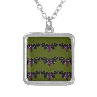 Collier Papillons noirs avec le vert