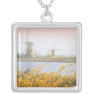 Collier Pays-Bas, Kinderdijk. Moulins à vent à côté de 2