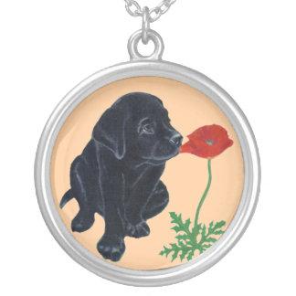 Collier Peinture noire de chiot et de pavot de Labrador