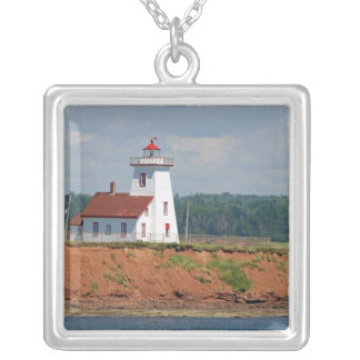 Collier Phare chez Umberland du nord sur prince Edouard