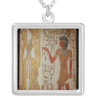 Collier Pilier dépeignant Osiris et un port de prêtre