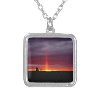 Collier Pilier du feu au coucher du soleil, île de St