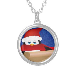 Collier Pingouin Père Noël tenant l'illustration de