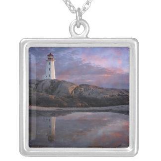 Collier Piscine de marée par le phare