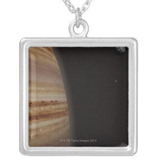 Collier Planète Jupiter et une lune éloignée