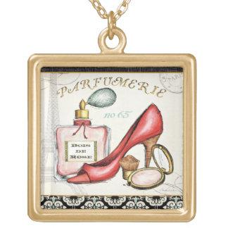 Collier Plaqué Or Une chaussure rouge, une bouteille de parfum, et