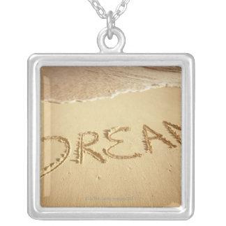 """Collier Poncez l'écriture """"rêve"""" avec le surf entrant en"""