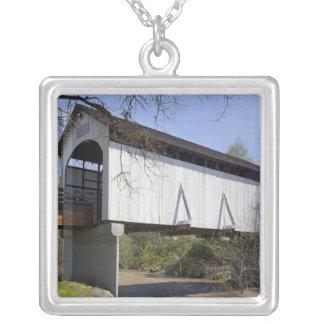 Collier Pont couvert de crique d'antilope, construit en