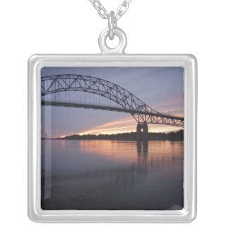 Collier Pont de Sagamor au-dessus de canal de Cape Cod,