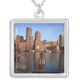 Collier Port et horizon de Boston.  Boston est l'un des 3