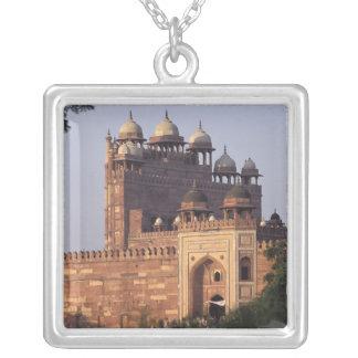 Collier Porte de Buland Darwaza de victoire) au Dargah