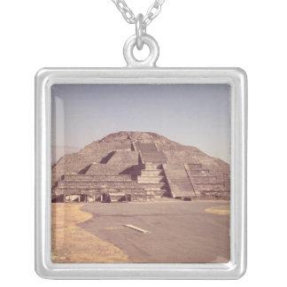 Collier Pyramide de la lune, ANNONCE c.100-350 construite