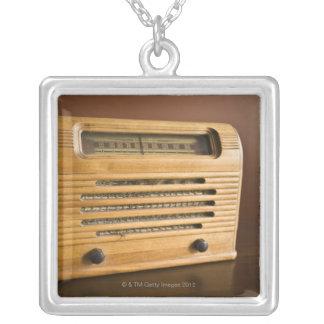 Collier Radio antique