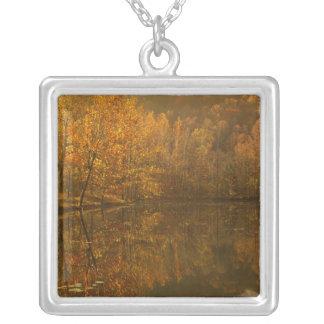 Collier Réflexions d'automne sur l'étang