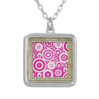 Collier Rétro motif rose